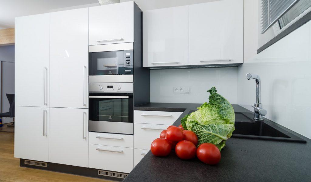 Kuchyna Lamont GLANZ, biela, grafit, cocobolo